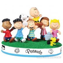 Peanuts Snoopy And The Gang Statue